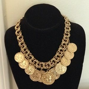 """Beautiful vintage necklace.. Gold plated 17"""""""